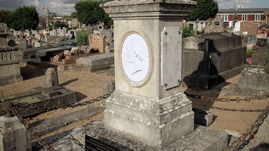 Restauration de la tombe de Robert-Houdin